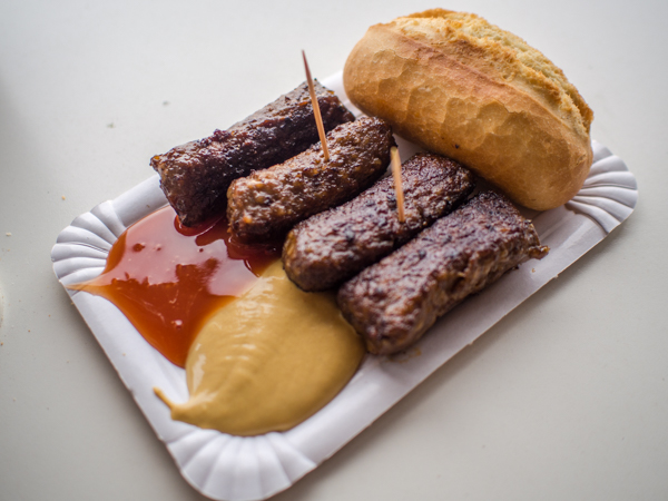 Ćevapi or ćevapčići street food